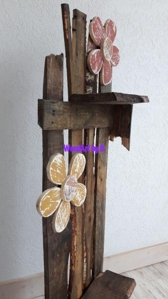 Deko-Ständer aus Birkenbrettern mit Ablagen