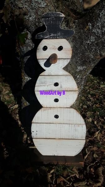 Schneemann aus Altholz