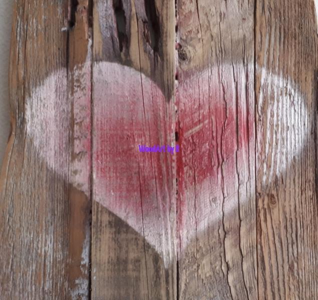 Herz auf Altholz