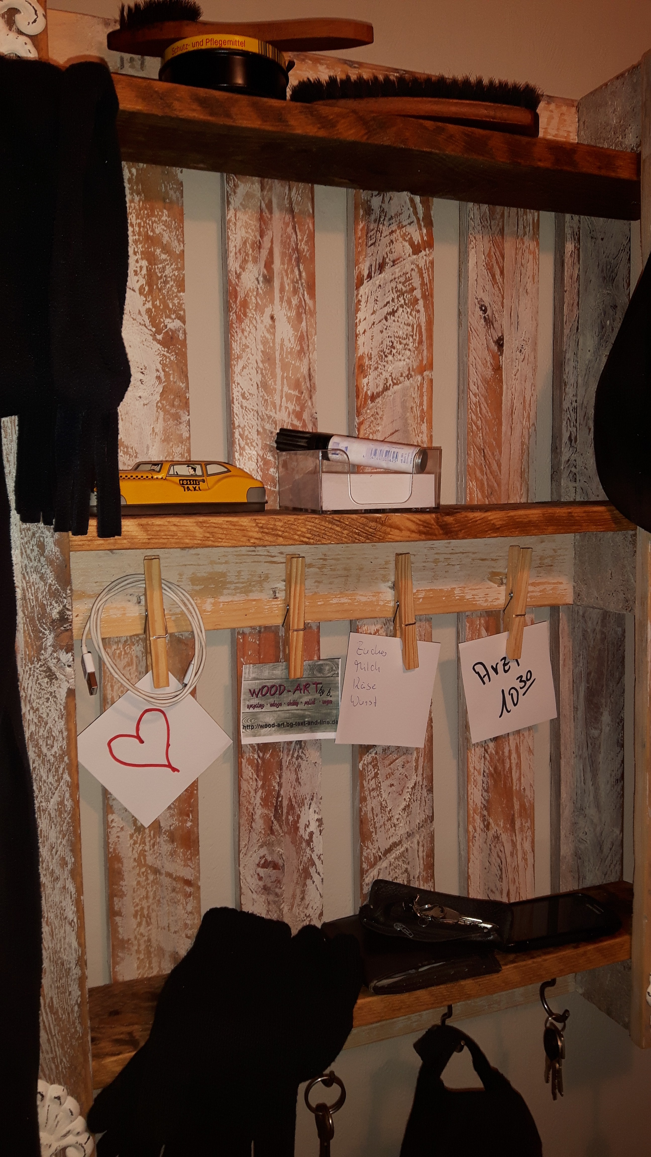 Rustikales garderoben regal aus einwegpalette   woodart by b