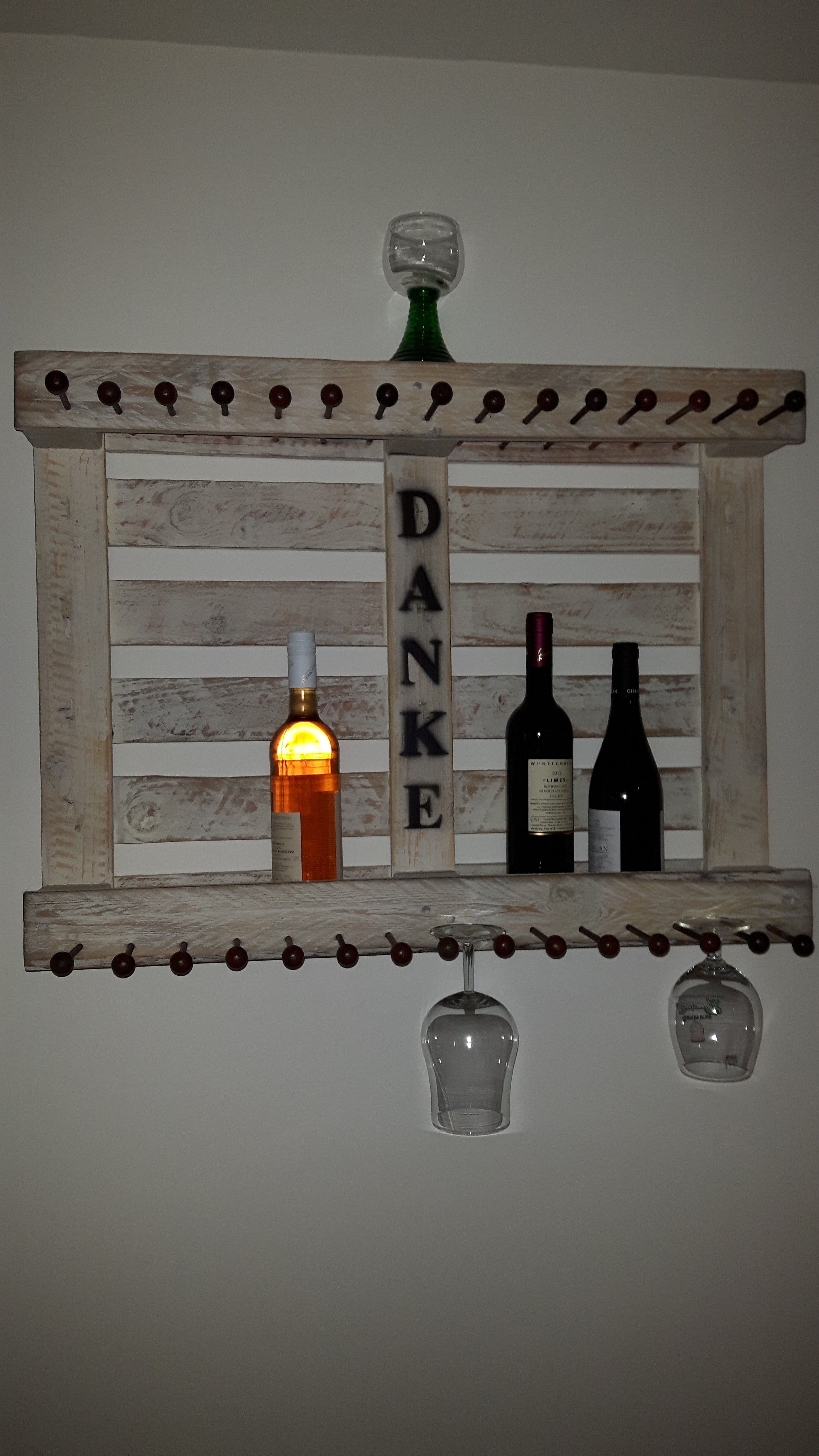 weinregal aus einweg palette woodart by b. Black Bedroom Furniture Sets. Home Design Ideas