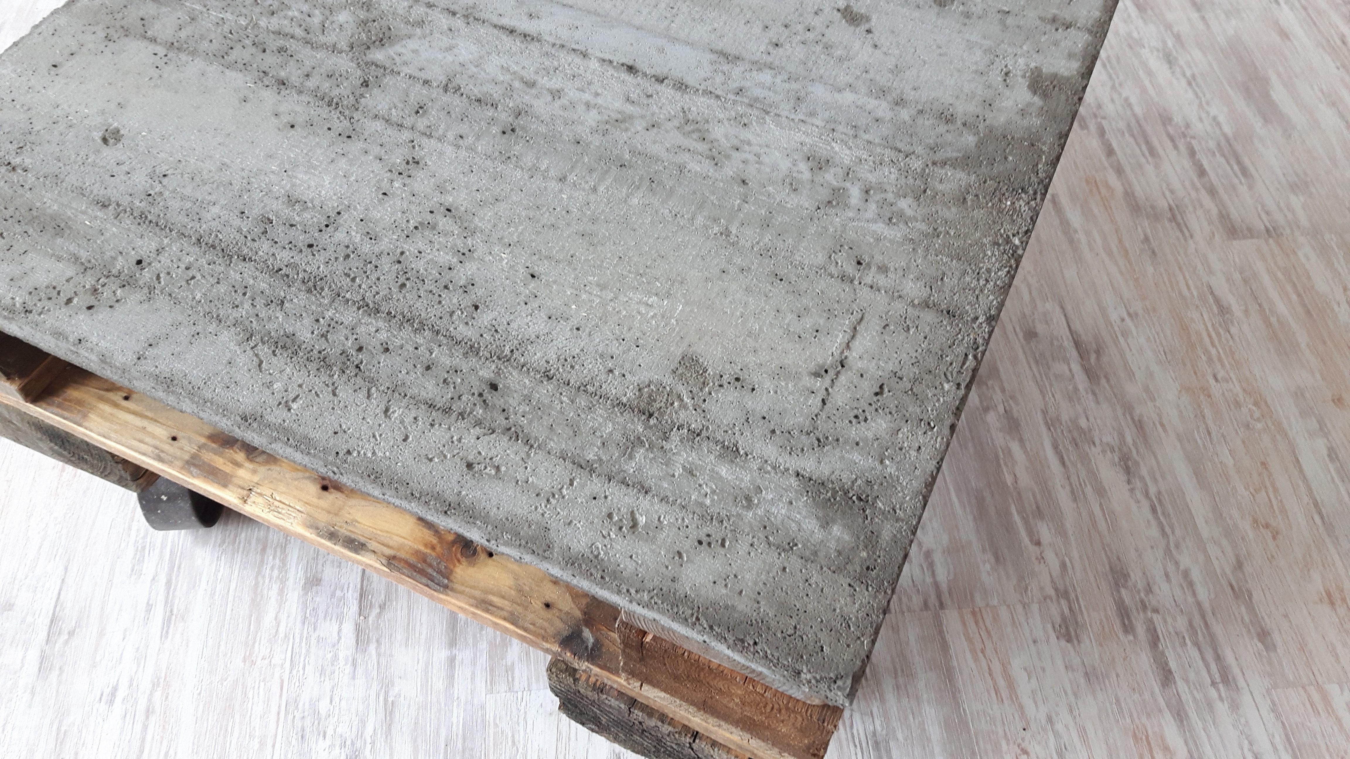 couchtisch aus euro paletten und betonplatte woodart by b. Black Bedroom Furniture Sets. Home Design Ideas